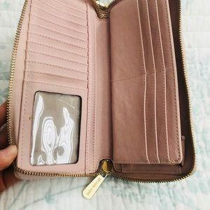 Michael Kors Bags - ❤️Michael Kors wallet! Blush pink leather!